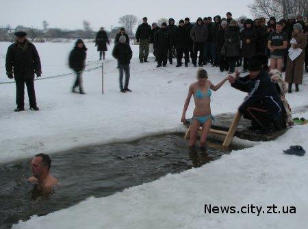 В селищі Черняхів Житомирської області відбулось освячення води на місцевому ставку ФОТО